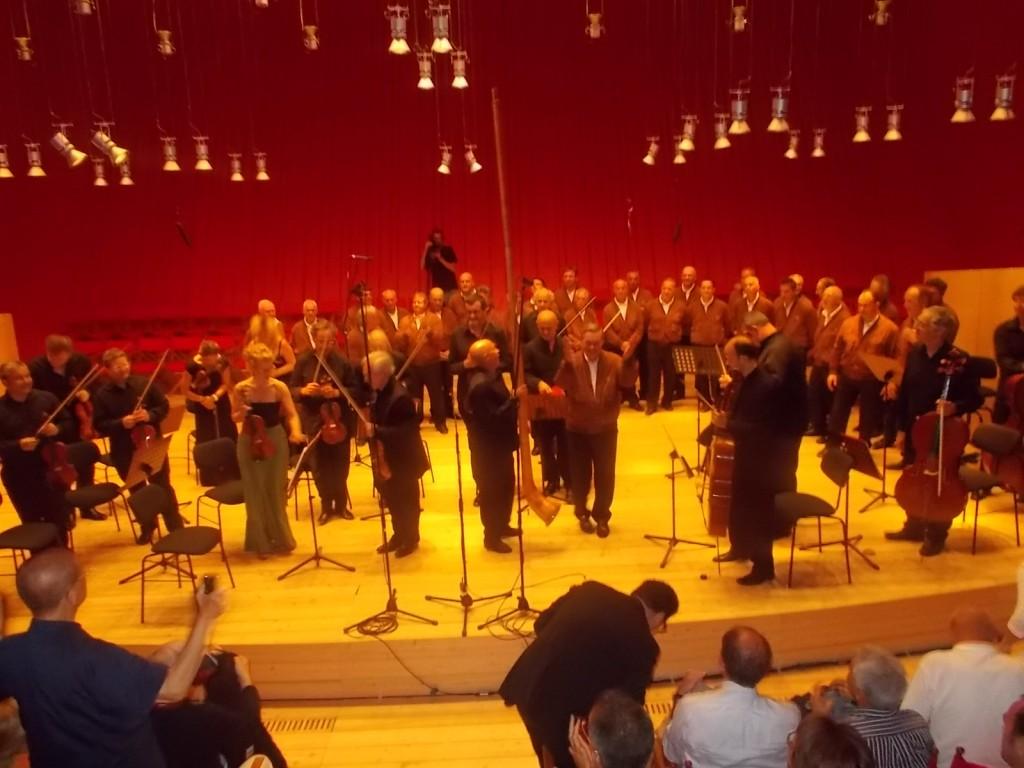 """ESTATE ALL'AQUILA ALL'OMBRA DELLE ALPI. Dal Trentino l'orchestra d'Archi """"I Virtuosi Italiani"""" ed il Coro Sasso Rosso della Val di Sole"""