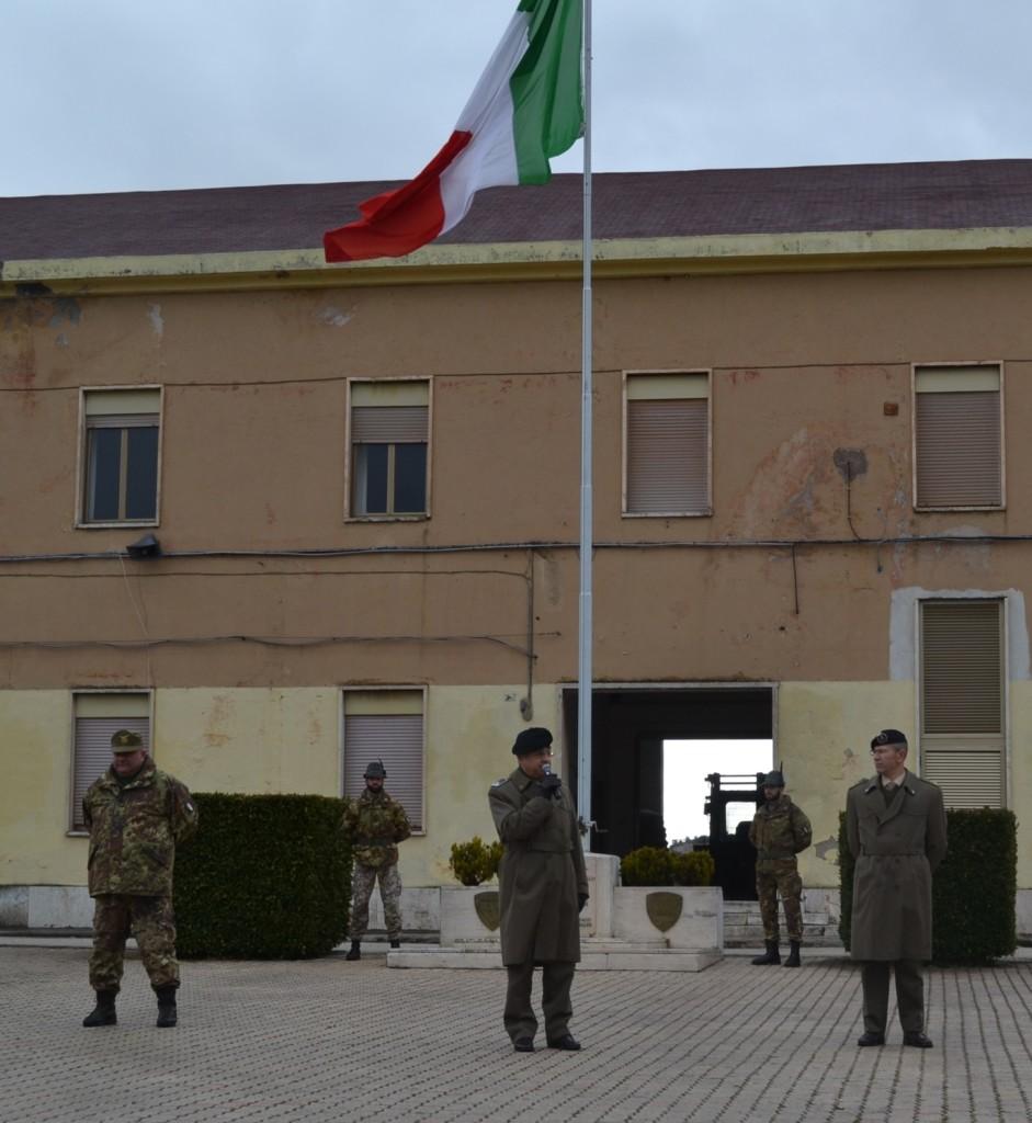 """Auguri del Gen. Rino De Vito al personale del Comando Militare Esercito """"Abruzzo"""" e del 9° Reggimento alpini."""