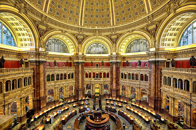 """Washington, nella biblioteca del Congresso presentato il libro di Laura Benedetti """"Un paese di carta""""."""