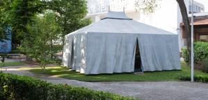"""BIENNALE DI ARCHITETTURA DI VENEZIA. Una presenza memorabile """"la """"tenda Saharawi""""."""