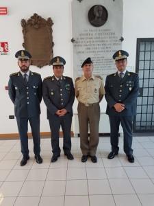 """Comando Militare Esercito """"Abruzzo"""". Il Comandante, Gen. B. Rino De Vito, incontra il Comandante Provinciale della Guardia di Finanza di Teramo Col. Paolo Balzano."""