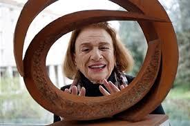 BEVERLY PEPPER PER LA RINASCITA DELL'AQUILA.  Ospite della Fondazione Carispaq l'artista ha donato due opere alla città.