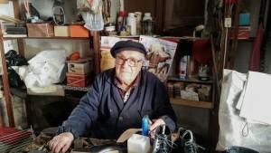 """Morto a 94 anni """"Mastru Roccu"""", uno degli ultimi ciabattini calabresi  Maestro artigiano, esempio di umanità e di cultura del bene."""