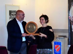 Consegna Premio Scardocchia a Letizia Airos.
