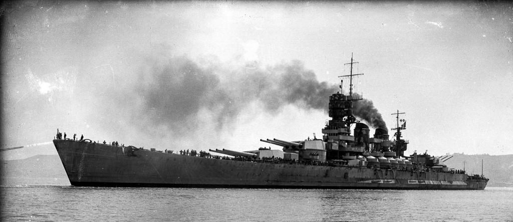 """9 settembre 1943. L'affondamento della nave ammiraglia italiana """"Roma""""."""