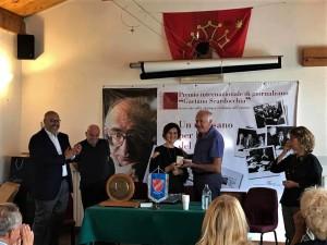 Sindaco Ostana consegna Medaglia a Letizia Airos