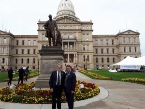 Lansing, davanti al Michigan State Capitol.