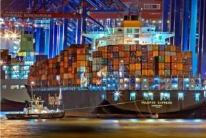 IL COMMERCIO INTERNAZIONALE E LE SUE CONTRADDIZIONI. Lo scambio di beni, merci e servizi tra Paesi – così si definisce il commercio internazionale.