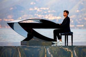 Alessandro Martire:  la leggenda del pianista sul lago.